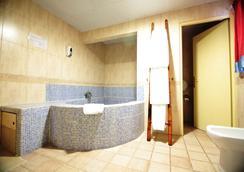 Casual Valencia de las Civilizaciones - วาเลนเซีย - ห้องน้ำ