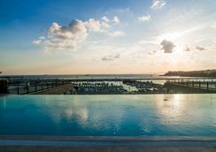 Wyndham Grand Istanbul Kalamis Marina - อิสตันบูล - สระว่ายน้ำ
