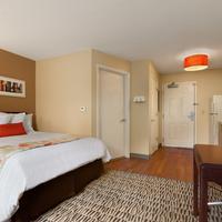 Hawthorn Suites by Wyndham Greensboro Standard Queen Bedroom