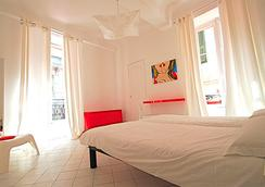 Nice Art Hotel - นีซ - ห้องนอน