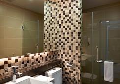 Hotel Transit Kuala Lumpur - กัวลาลัมเปอร์ - ห้องน้ำ
