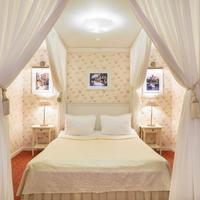 Alexander House Guestroom