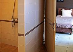 Hôtel Restaurant La Ribaudière - อันตานานาริโว - ห้องน้ำ