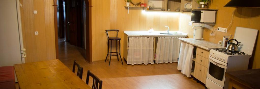 Sweet Home Hostel | Тёплый Дом - Cheboksary - Kitchen