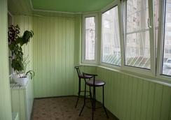 Hostel Sweet Home - เชบอคซารี - ระเบียง