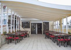 Hotel Silvia - เอมพูเรียบราวา - ร้านอาหาร